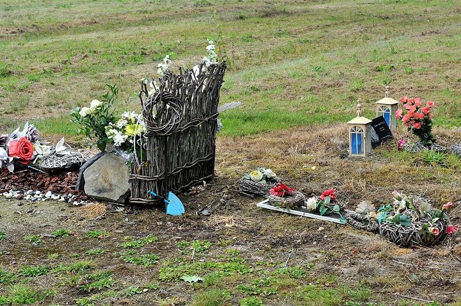 Tombeaux d'indigence au cimetière de la F.N.A.P.G. dans la commune de Sainte-Ode.