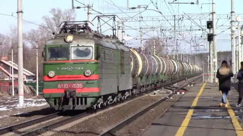Файл:Trains at Kosteryovo train station.webm