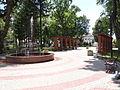 Ulanów - plac zabaw i fontanna na Rynku (08).jpg