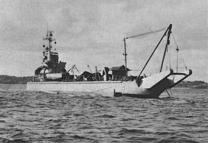USS Windlass ARS(D)-4 at anchor