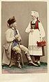 Världsutställningen i Paris 1867. Man från Gudbrandsdalen och kvinna från Hardanger, Norge - Nordiska Museet - NMA.0039984.jpg