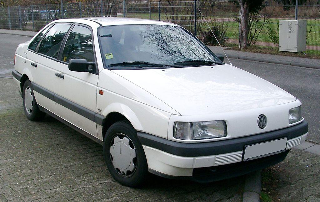 [Pilt: 1024px-VW_Passat_B3_front_20071205.jpg]