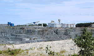 Val-d'Or - Open pit mine in Val-d'Or. Mining forms a major part of its economy.