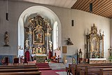 Villach Sankt Martin Kirchensteig Pfarrkirche hl. Martin Hochaltar und Seitenaltar 20082019 7021.jpg