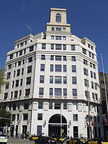 Edificio de la Telefónica en Barcelona. El control de esta instalación marcó el inicio de las Jornadas de Mayo.