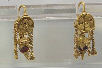 Vulci - Exquisite gold earrings from a tomb