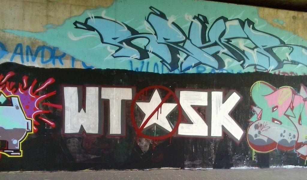 Graffiti lié aux rivalités entre les clubs de foot, ici anti Wisla de Cracovie. Photo de MOs810