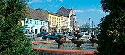 W Bobolicach przy fontannie - panorama.jpg