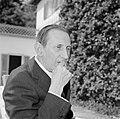 Walter Mehring zittend op een terras, Bestanddeelnr 254-5059.jpg