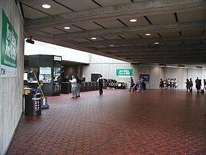 Greenbelt station - Greenbelt station mezzanine