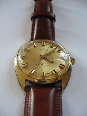 English: Pontiac Maillot Jaune wristwatch. gol...