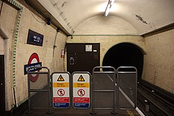 WoodGreen - South end of eastbound platform before (4571312632).jpg