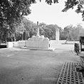 Zicht t op luidklok vanaf de begraafplaats - Rhenen - 20371397 - RCE.jpg