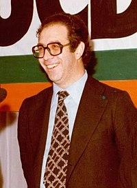 (Luis González Seara) Adolfo Suárez participa en una reunión con los comités locales y provincial de UCD de Pontevedra en la campaña electoral. Pool Moncloa. 11 de febrero de 1979 (cropped).jpeg