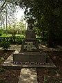 Братська могила жертв фашизму (поховано 960 чоловік).JPG