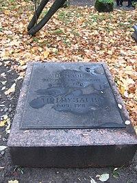 Надгробие Д. М. Цензора.JPG