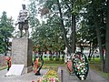 Памятник на братской могиле у станции Крюково.jpg