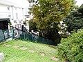 アフガニスタン大使館の横、狸穴坂から続く崖。 - panoramio.jpg