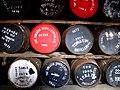 032 Destil·leria de whisky Tomatin, bótes al celler.jpg