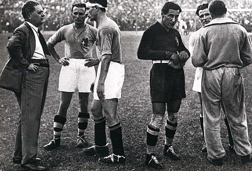 From left to right: Italian manager Pozzo, Monzeglio, Bertolini, the goalkeeper and captain Combi, Monti (half-hidden) and the assistant manager Carcano (behind) before the start of extra time in the victorius final versus Czechoslovakia