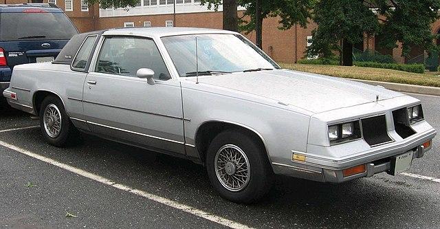 File 1986 oldsmobile cutlass wikimedia commons for 1979 oldsmobile cutlass salon