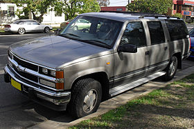 1999 Holden Suburban K8 1500 LS (Front side view).jpg