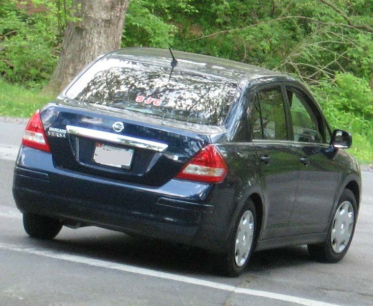 File:2007-Nissan-Versa-sedan-1.8S.jpg - Wikimedia Commons