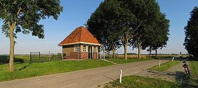 20120723 Pompstation annex trafohuis Matsloot Roderwolde Dr NL.jpg