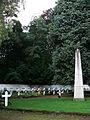 209871 Loppem Dorp Begraafplaats Oorlogsmonument.JPG