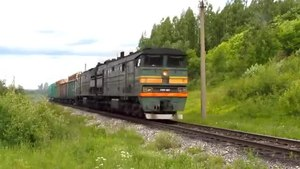 Файл:2TE10V-4433 with freight train.webm
