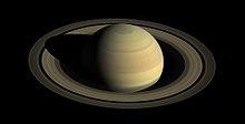 Photo d'une planète ornée d'anneaux, sur fond noir