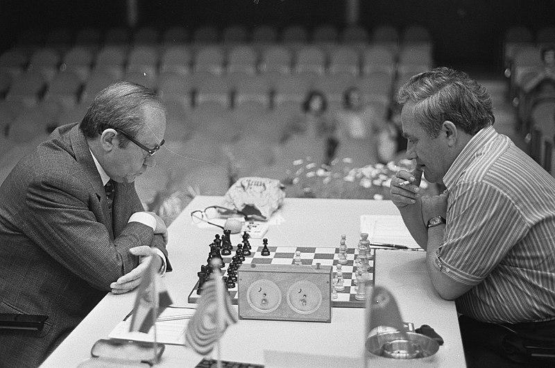 File:AVRO-schaaktoernooi, Geller en Szabo (links), Bestanddeelnr 926-4974.jpg