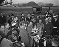 Aankomst Teddy Scholten, winnares Eurovisie Songfestival 1959, uit Cannes op Sc…, Bestanddeelnr 910-2092.jpg