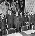 Aanvang van de vergadering met ondermeer Minister A.Vondeling, Sultan Hamengkoe , Bestanddeelnr 919-5323.jpg