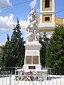 Abda - a templom előtti világháborús emlékmű.jpg