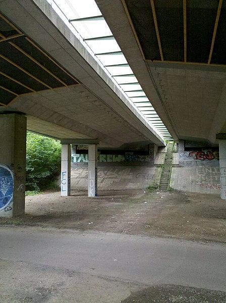 File:Agra-Brücke die Bundesstraße 2 im agra-Park in Markkleeberg überführend im Juni 2016b.jpg