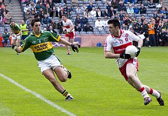 Gaelic football - Aidan O'Mahony of Kerry (left) and Eoin Bradley of Derry (right) in action at Croke Park during the final of the 2009 National Football League