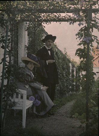 Alfred Stieglitz - Autochrome portrait of Stieglitz and his wife Emily, ca. 1915. While attributed to Stieglitz, image may well be the work of Edward Steichen or Frank Eugene.