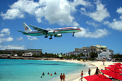 American 757 on final approach at St Maarten Airport.jpg