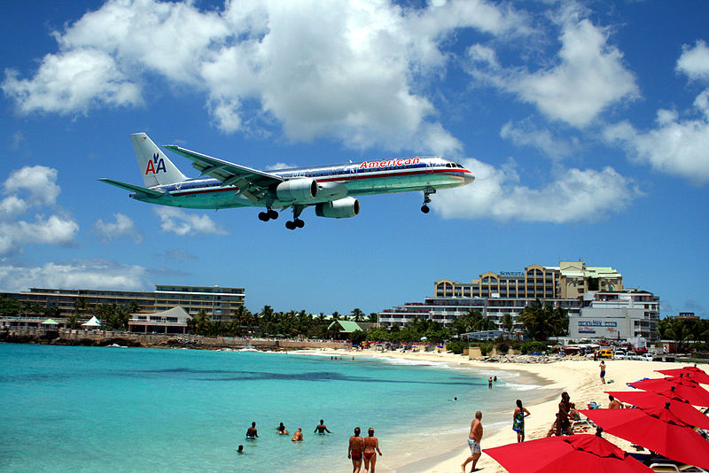 File:American 757 on final approach at St Maarten Airport.jpg