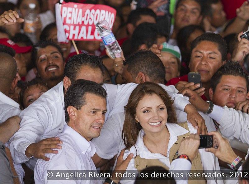 File:Angelica Rivera de Peña en Encuentro con estructuras en el Valle de Chalco. (7350115490).jpg