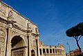 Arch of Constantine and Colosseum in the back (46372891131).jpg