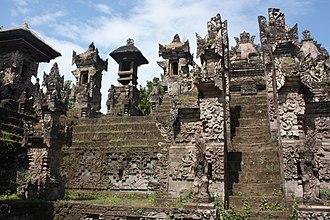 Pura Beji Sangsit - The main shrine of Pura Beji with its heavy plant-like ornaments.