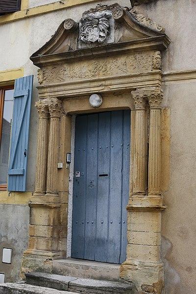 Porte du 16e siècle à Ars-sur-Moselle.