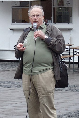 Jan Myrdal - Jan Myrdal in an open-air meeting against a Swedish involvement in the war in Afghanistan, 27 October 2007