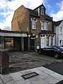 Avenue road once a shop and stables 2018 6766.jpg