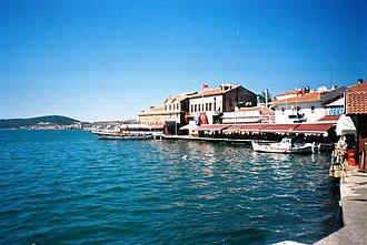 Ayvalık - Seafront with old Greek houses at the port of Ayvalık.