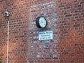 Bahnhof Wolfspfütz Beamtenwohnhaus Uhr (2).jpg