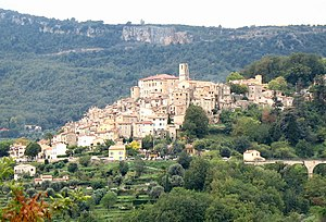 Le Bar-sur-Loup - A general view of the village