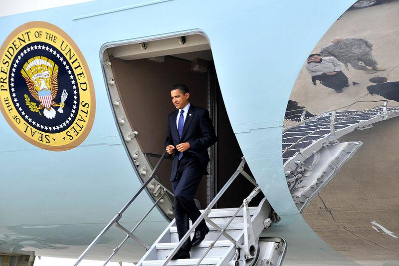 File:Barack Obama arrives at Baghdad International Airport 4-7-09 2.JPG